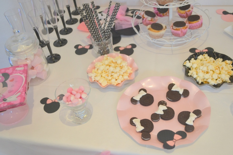 Le Minnie Birthday De Mady 2 Le G Teau D Anniversaire La Sweet Table Et Le Photobooth